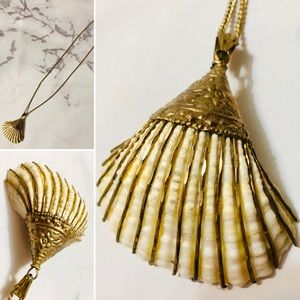 VTG Brass Gold Lined Clam Shell Pendant Necklace
